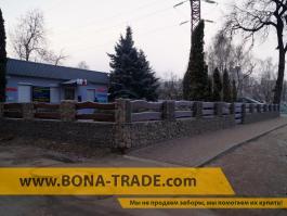 Габионный забор и деревянные балки