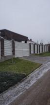 Комплексное ограждение котеджа белым забором жалюзи