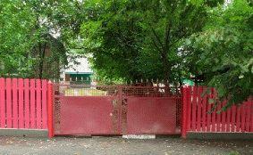 Малиновый штакетный забор_3