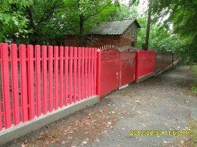 Малиновый штакетный забор_7