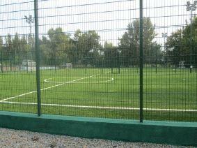 Забор из сетки для футбольного поля