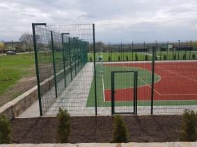 Спортивная площадка забор из сварной сетки