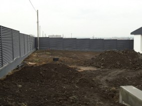 Ограждение периметра загородных домов продуваемым забором