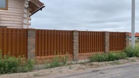 Shtaket metallicheskiy POштакетный забор цвет 8003 глиняный коричневыйD DEREVO_9