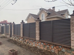 Забор жалюзи для частного поместья
