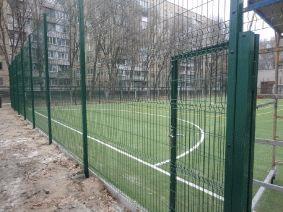 Калитка на спортивной площадке