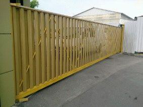 Откатные ворота с зашивкой металлическим штакетником_3