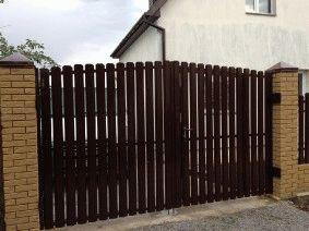 Ворота из штакетника. крепление к кирпичным столбам