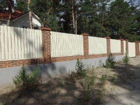 Штакетный забор бежевый Кировское_3