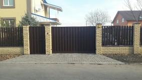 Ворота откатные и калитка из штакетника