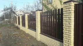 Штакетный забор односторонняя зашивка