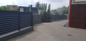 Забор металлический из ламелей