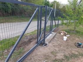 Відкатні ворота з сіткою