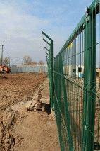 Забор с колючей проволокой, с. Небелыця_10