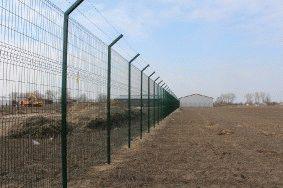 Забор с колючей проволокой, с. Небелыця_5