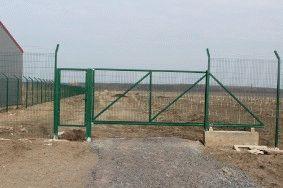 Забор с колючей проволокой, с. Небелыця_6