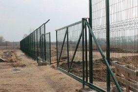 Забор с колючей проволокой, с. Небелыця_9