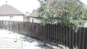Фасадная часть частного дома из евроштакета ТМ БОНА ТРЕЙД