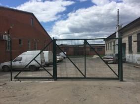 Ворота откатные с заполнением из сетки сварной