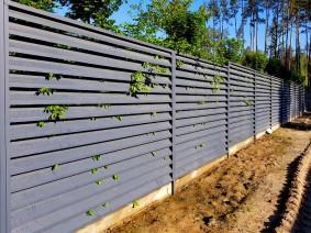 Ограждение забором типа жалюзи из объемных ламелей
