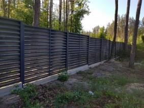 Вид со стороны усачтка на забор-жалюзи