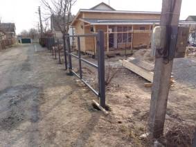 бетонировка столбов под штакетный забор