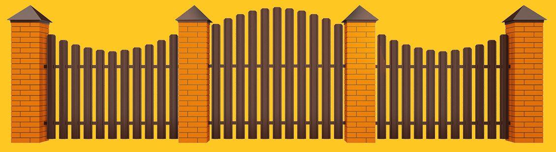 Красивый забор из зашивки металлическим штакетником